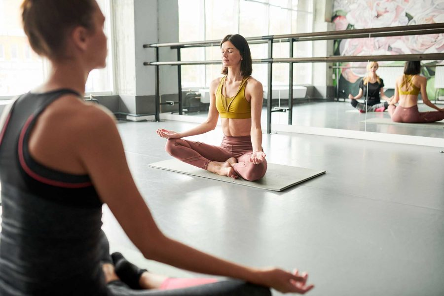 yoga-instructor-in-class-7M3KJX4.jpg